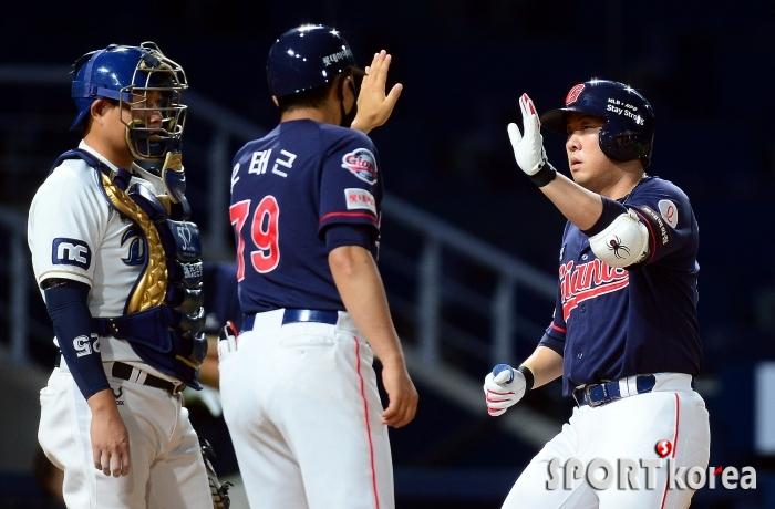 안치홍 `기분좋은 역전 홈런!`