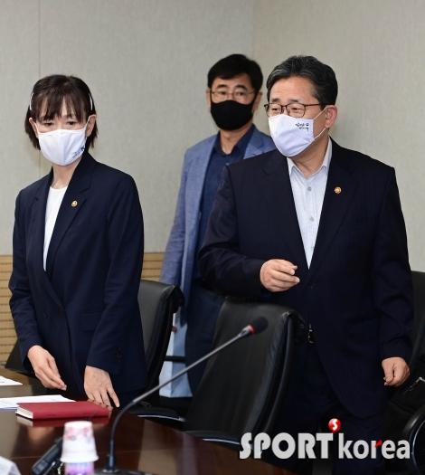 고 최숙현 선수 인권침해 회의 참석한 박양우 장관
