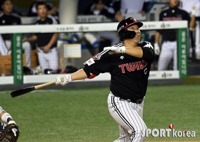 김현수, 두산 추격 의지 꺾는 10호 홈런