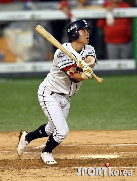 정수빈, 다시 앞서가는 우월 투런 홈런