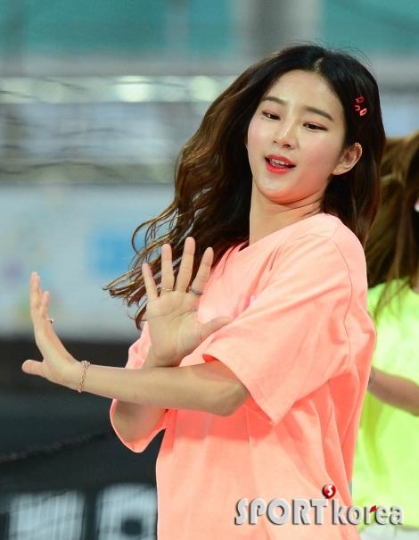 김진아 치어리더 `머리카락 휘날리며~`