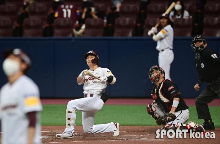 김하성 `홈런 타구에 모두 집중!`