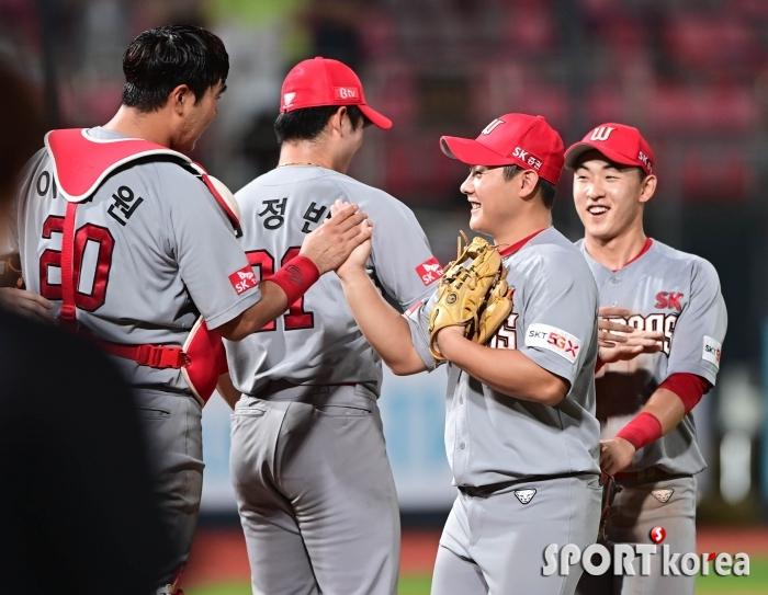 최준우-유서준 `오랜만의 두 자리 점수 승리에 싱글벙글`