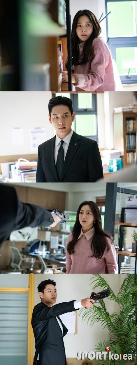 '앨리스' 김희선, 총 겨눈 곽시양 앞 의연한 모습 포착 `궁금증↑`
