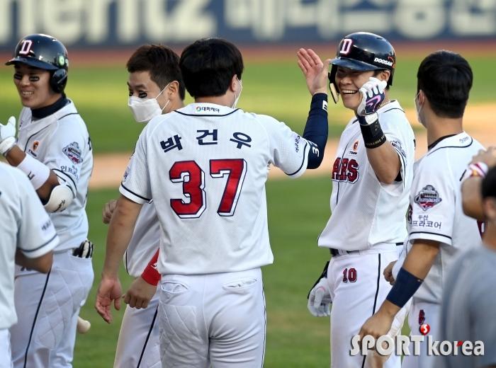 끝내기 안타 박세혁, 함박 웃음