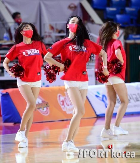 빨간 마스크의 그녀들