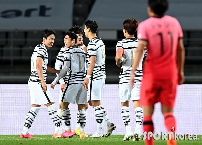 국가대표팀 `이동경의 골로 1-0 앞서 나가~`