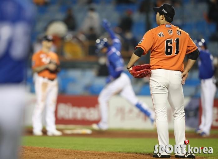 삼성 구자욱에 3점 홈런 허용한 한화 박상원 투수