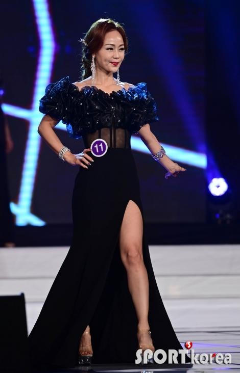 김지수 `과감한 앞트임 드레스`