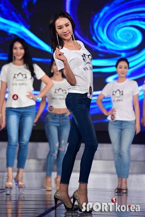박윤미 `사랑의 손하트`