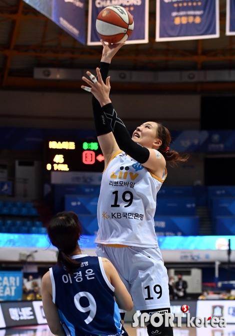 박지수, 높이가 다른 점프슛!