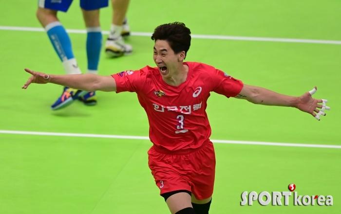 박철우 `전 소속팀 상대로 난다 날아`
