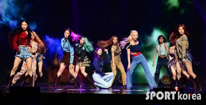 이달의 소녀, 타이틀곡 `Why Not?`