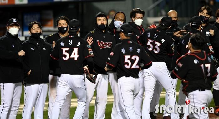 kt, 한화에 승리하며 정규리그 2위 정조준!