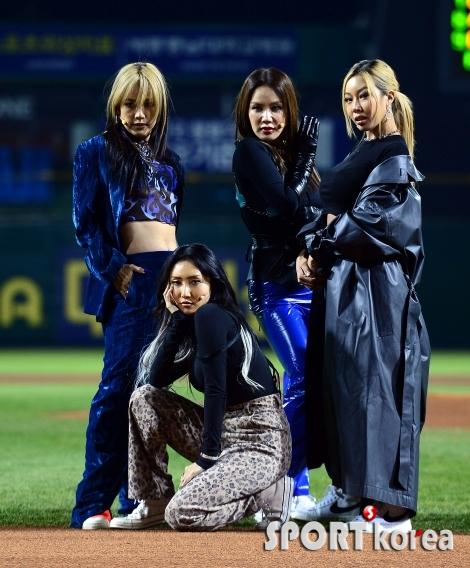 환불원정대, 야구장에서 첫 공연!