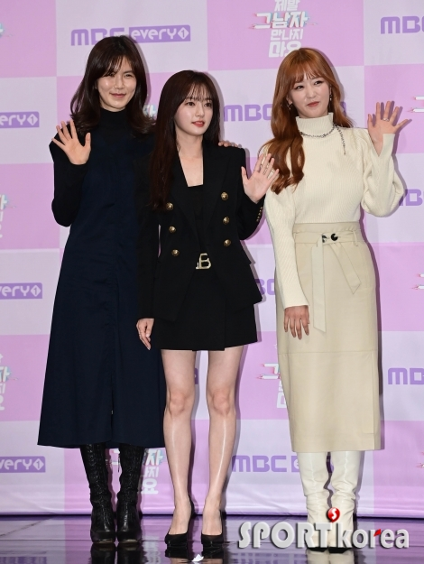 공민정-송하윤-윤보미 `3배 더해진 러블리함`