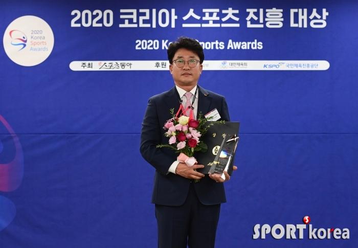 장지탁 사무국장 `서울 SK, 18시즌 연속 10만 관중 돌파`