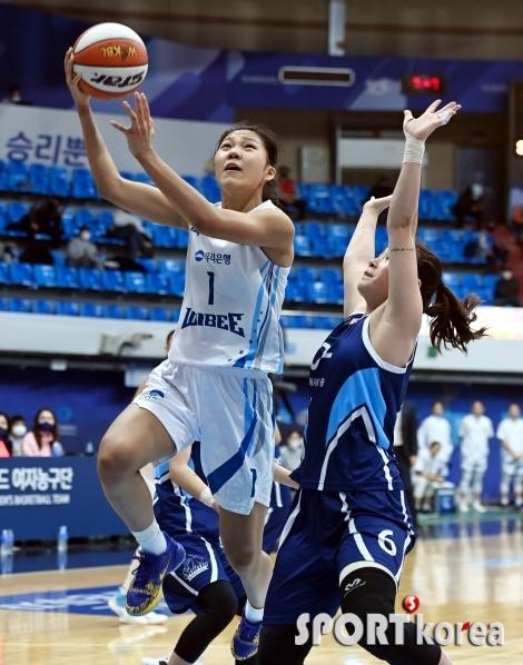박지현, 그림같은 슛~