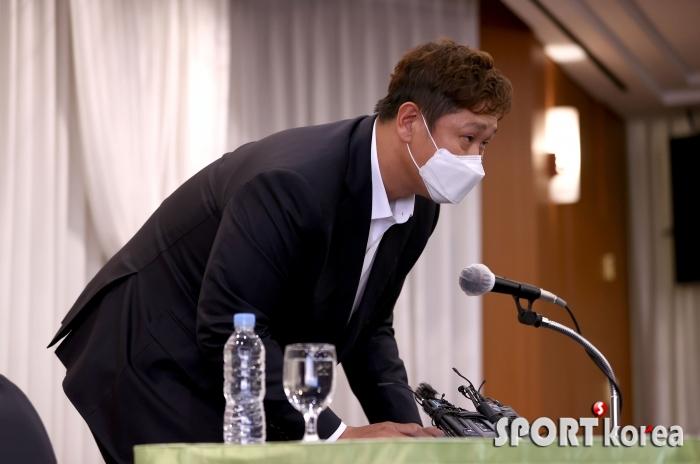 이대호, 판공비 관련 반박 기자회견