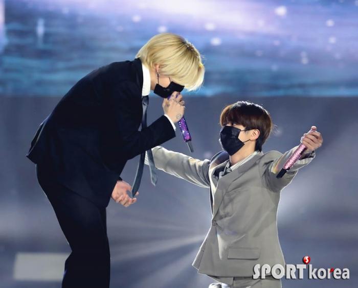 방탄소년단 정국-진 `안아줄게`