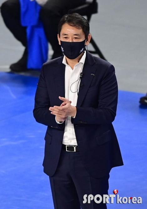 최태웅 감독 `선수들을 향한 박수`