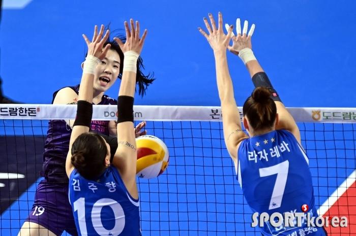 김미현, 블로킹을 뚫었다!