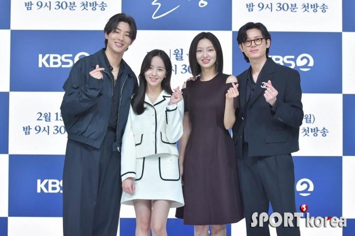 지수-김소현-최유화-이지훈 `러블리한 손하트`