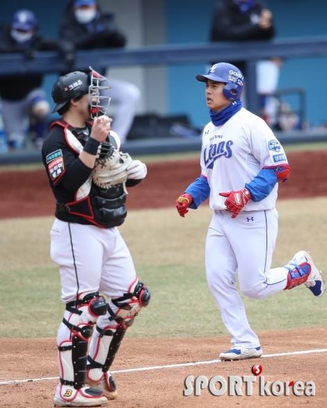 김헌곤, 3점 홈런 날렸습니다.