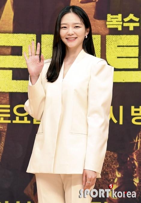 이솜, 수줍은 손짓~