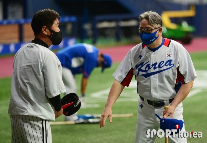 류지현-김경문 `좋은 경기 펼칩시다`