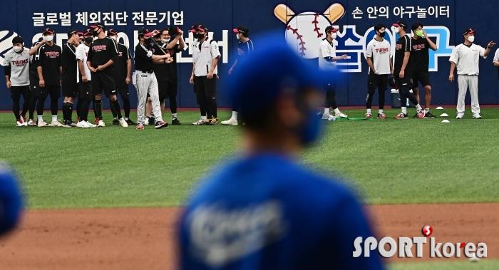 한국 대표팀과 평가전 치르는 LG