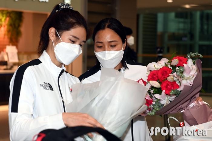 이혜인-강영미 `축하 꽃다발이 너무 좋아~`