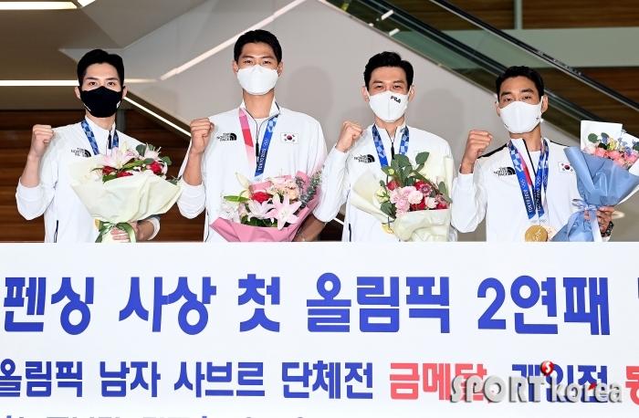 `금의환향` 남자펜싱 사브르 단체 금메달!