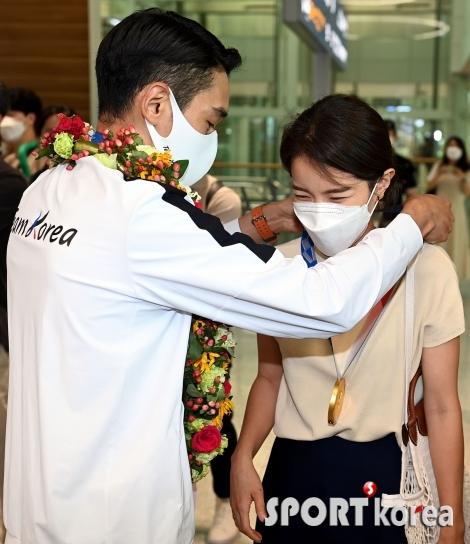 김정환, 아내와 함께 금메달의 기쁨을~
