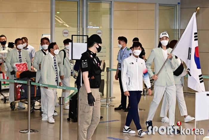 도쿄올림픽 마친 한국 선수단 `자랑스런 귀국길`