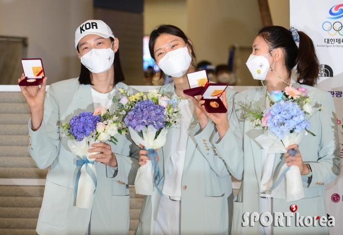 김연경-양효진-김수지 `메달 대신 금화`