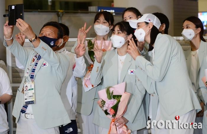 셀카 촬영하는 여자 배구 대표팀
