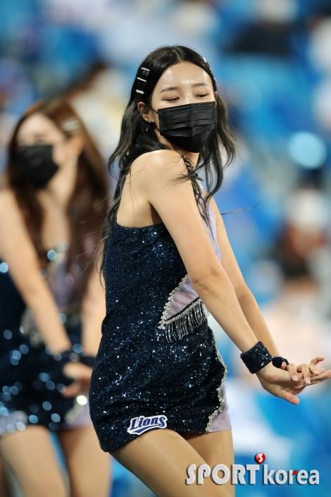 삼성 치어리더 이수진의 매력적인 공연